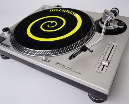 technics-sl-1200-turntable